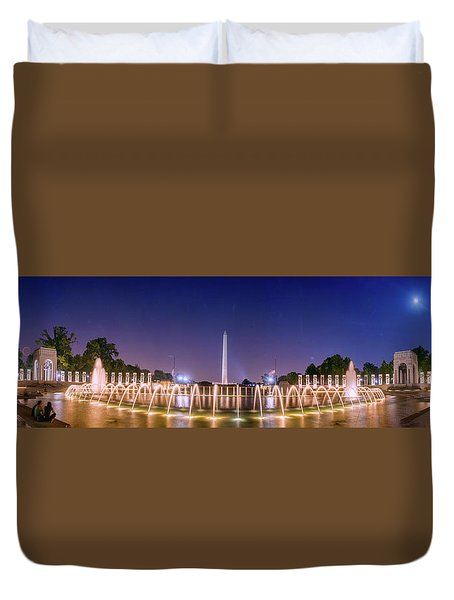 World War 2 Memorial With Full Moon And Washington Monument Duvet Cover