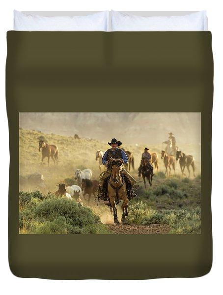Wrangling The Horses At Sunrise At Absaroka Ranch, Wyoming Duvet Cover