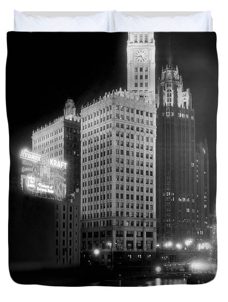 Wrigley And Tribune Buildings Duvet Cover by Underwood Archives