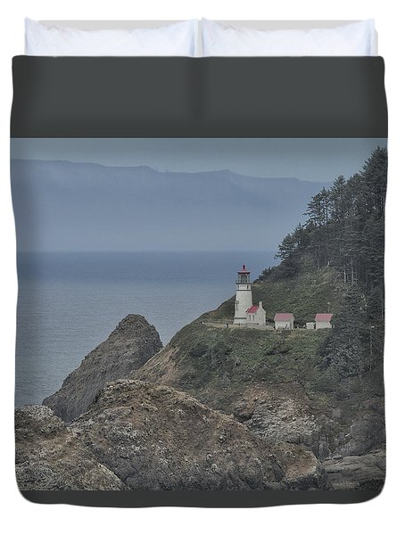Duvet Cover featuring the photograph Yaquina Bay Lighthouse by Tom Kelly