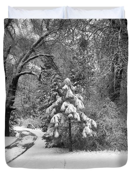 Yosemite Valley Winter Trail Duvet Cover by Underwood Archives