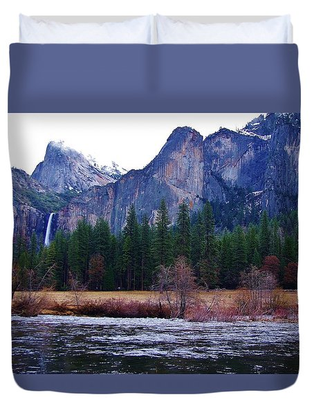 Duvet Cover featuring the photograph Yosemitie Valley by Phyllis Spoor