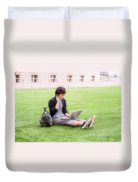 Young Japanese Man Traveling, Working In New York 15041418 Duvet Cover