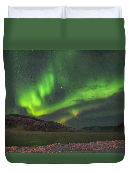 Duvet Cover featuring the photograph Yukon Northern Lights 4 by Phyllis Spoor