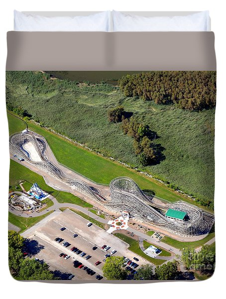 Duvet Cover featuring the photograph Zippin Pippin by Bill Lang