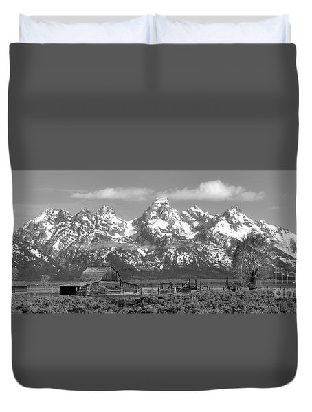 Mormon Row Moulton Barn Black And White Panorama Duvet Cover by Adam Jewell