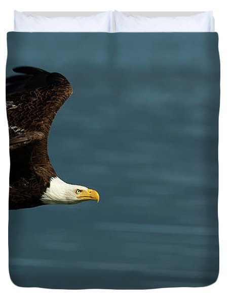 Bald Eagle In Flight Duvet Cover