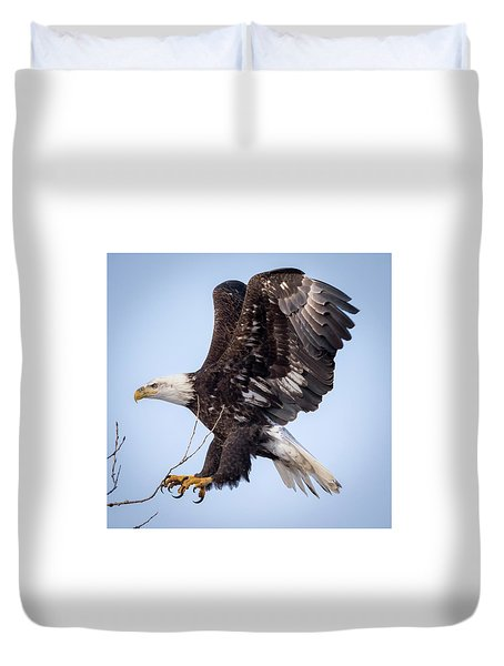 Eagle Coming In For A Landing Duvet Cover