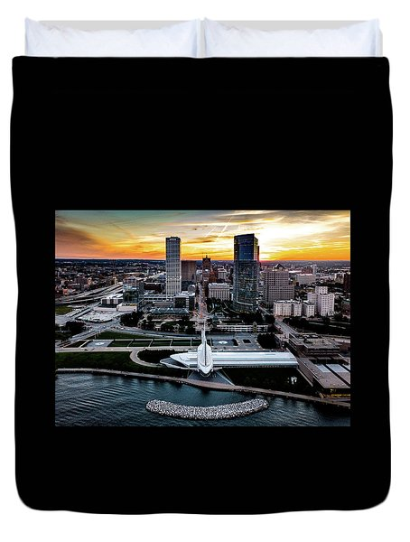 Duvet Cover featuring the photograph Milwaukee Sunset by Randy Scherkenbach