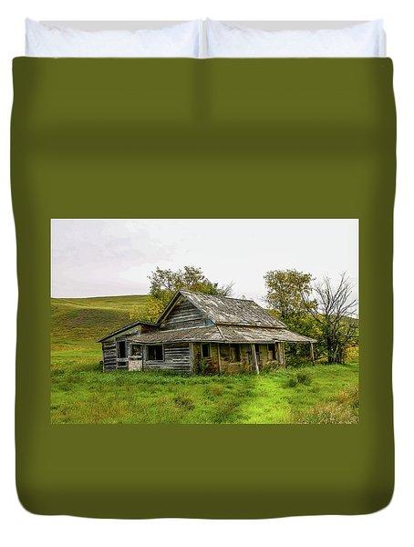 Abondened Old Farm Houese And Estates Dot The Prairie Landscape, Duvet Cover