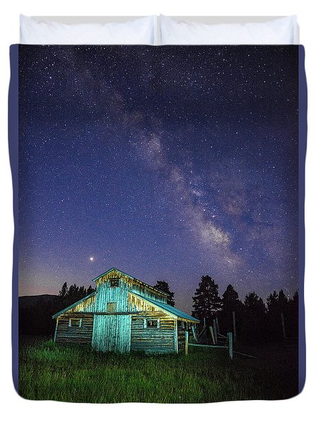 Duvet Cover featuring the photograph Barn In Rocky 2 by Gary Lengyel