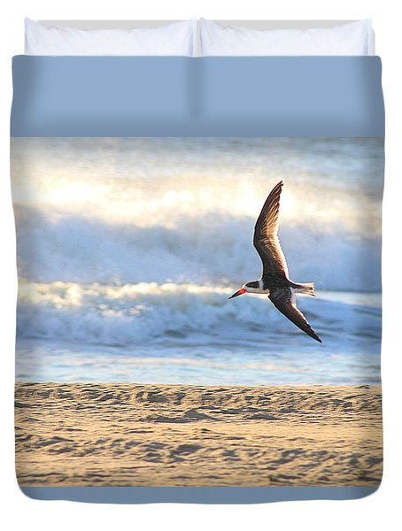 Duvet Cover featuring the photograph Black Skimmer Soaring by Robert Banach