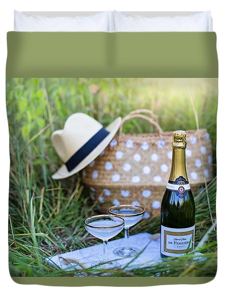Duvet Cover featuring the photograph Chic Picnic by Top Wallpapers