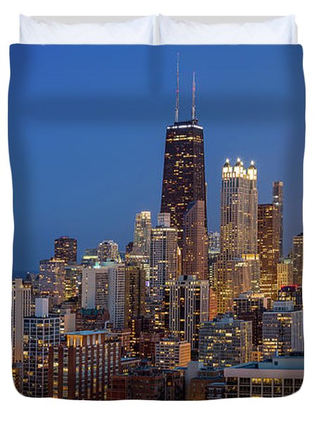 Chicago's Streeterville At Dusk Panoramic Duvet Cover