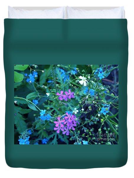 Duvet Cover featuring the photograph Cool Bouquet by Rosanne Licciardi