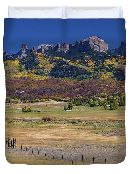Courthouse Mountains And Chimney Rock Peak Duvet Cover