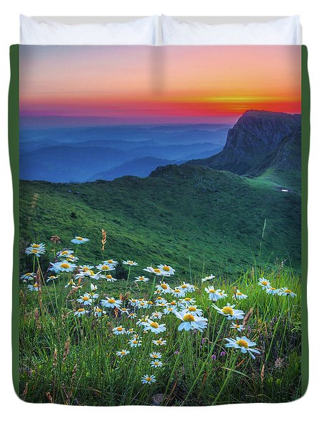 Daisies In The Mountain Duvet Cover