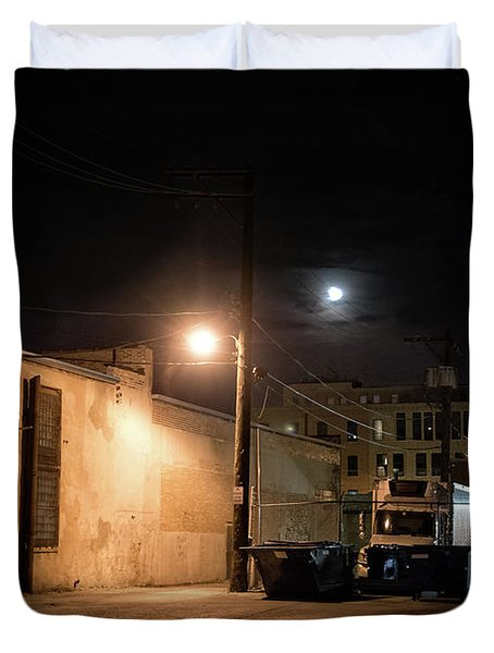 Dark Chicago City Alley At Night With The Moon Duvet Cover