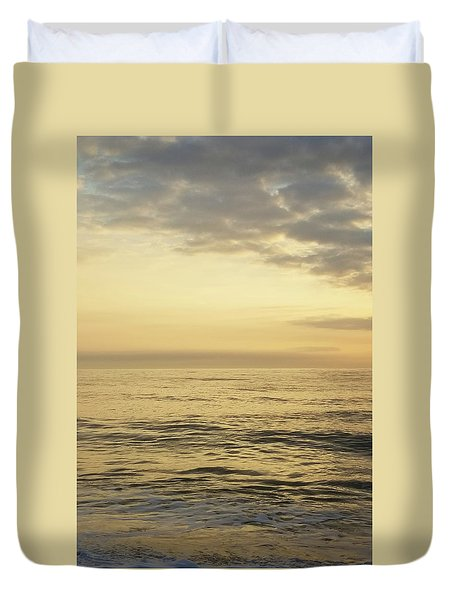 Duvet Cover featuring the photograph Daybreak Over The Ocean 2 by Robert Banach