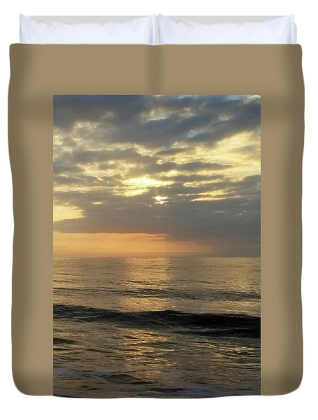 Duvet Cover featuring the photograph Daybreak Over The Ocean 3 by Robert Banach