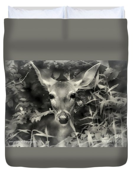 Doe's Summer Portrait Duvet Cover