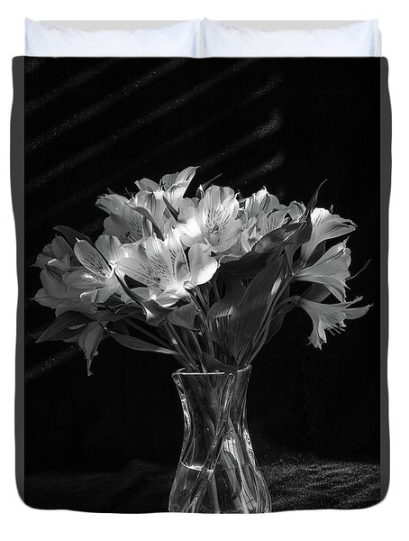 Dramatic Flowers-bw Duvet Cover