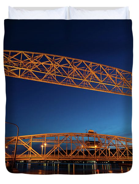 Duluth Mn Lift Bridge Built 1905 Duvet Cover
