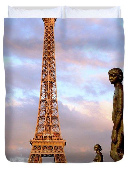 Eiffel Tower At Sunset Duvet Cover