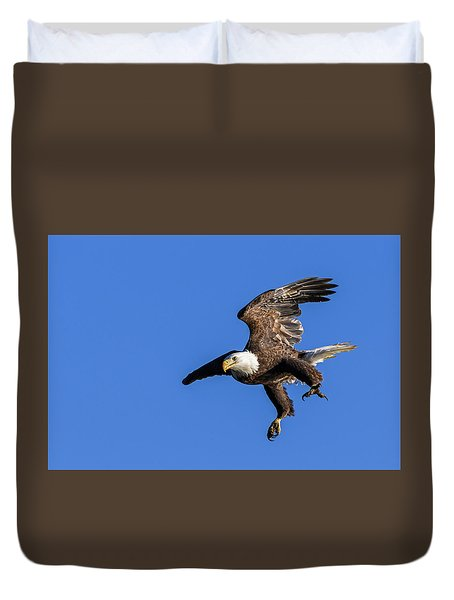 Duvet Cover featuring the photograph Final Approach by Lori Coleman