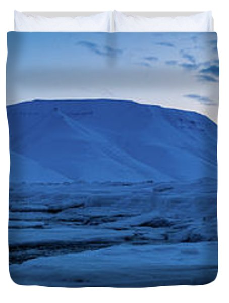 frozen coastline near Longyearbyen Duvet Cover