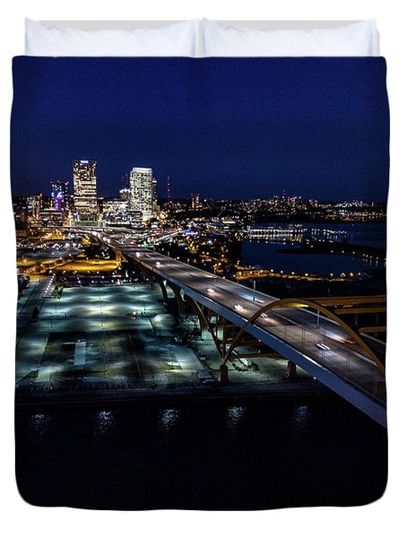 Duvet Cover featuring the photograph Gateway To Milwaukee by Randy Scherkenbach
