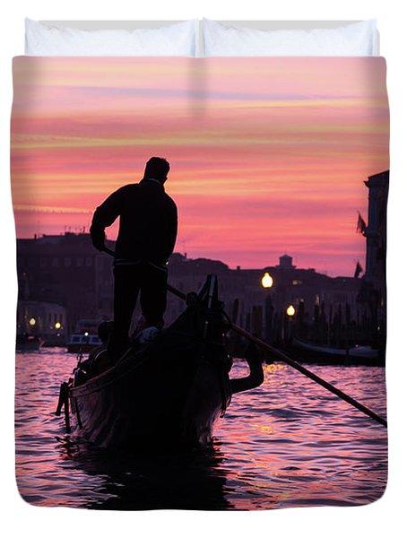 Gondolier At Sunset Duvet Cover