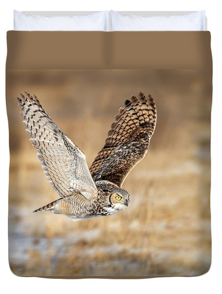 Great Horned Owl In Flight Duvet Cover