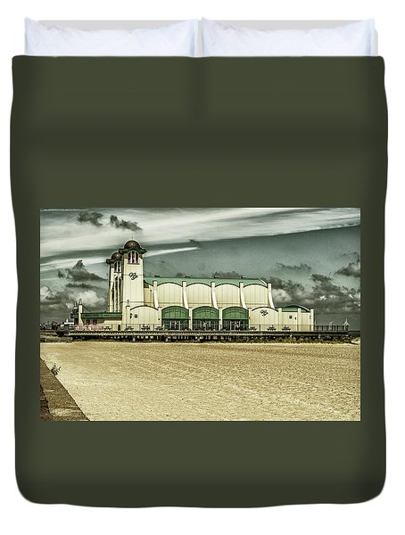 Duvet Cover featuring the photograph Great Yarmouth Wellington Pier by Scott Lyons
