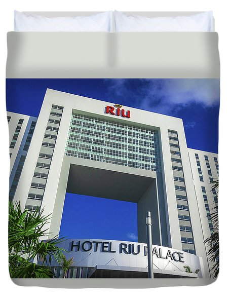 Hotel Riu Palace In Cancun Duvet Cover
