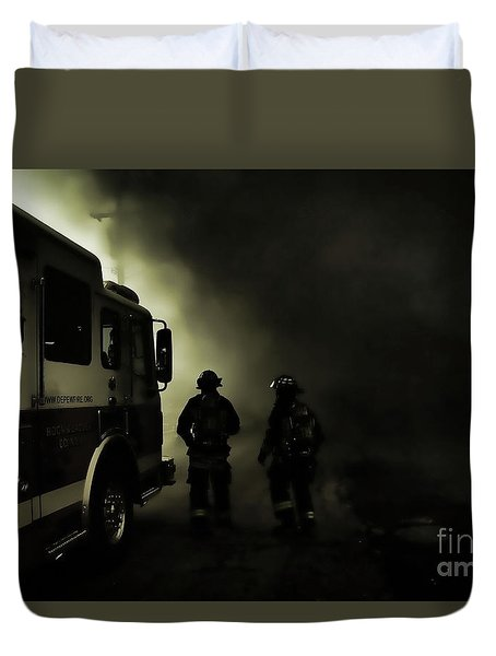 Into The Fight Duvet Cover