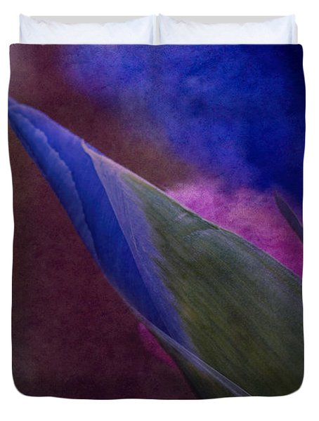 Iris To The Point Duvet Cover