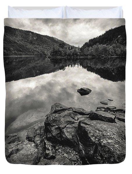 Loch Beinn A Mheadhoin Duvet Cover