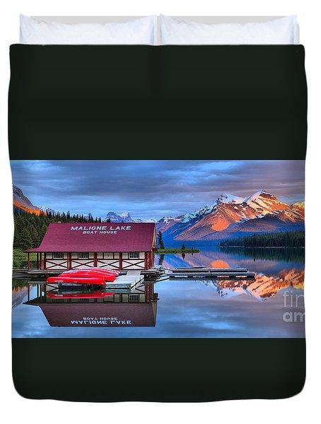 Maligne Lake Sunset Spectacular Duvet Cover