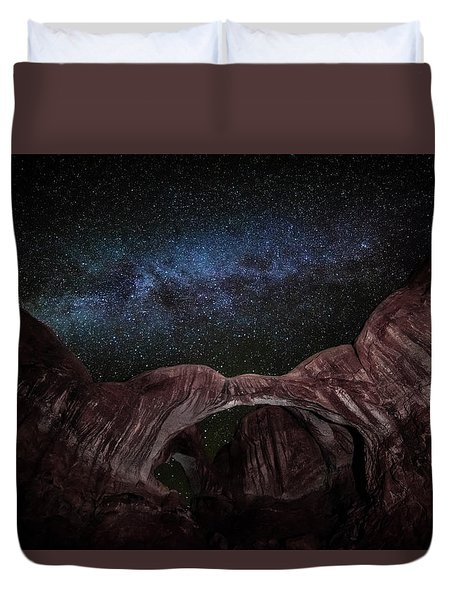 Duvet Cover featuring the photograph Milky Way At Double Arch by David Morefield