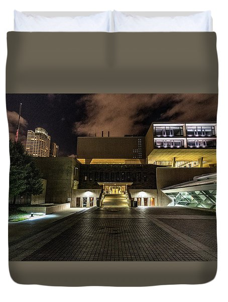 Duvet Cover featuring the photograph Milwaukee County War Memorial by Randy Scherkenbach