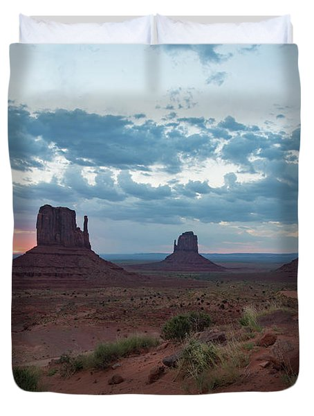 Monument Valley Before Sunrise Duvet Cover