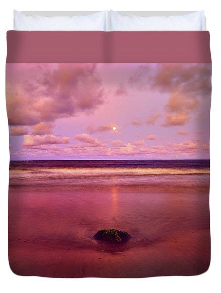 Moonrise, Mayaro Duvet Cover