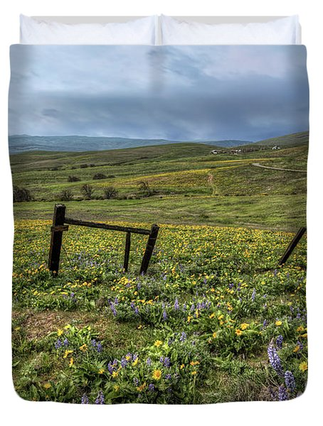 Morning Fog At Columbia Hills Duvet Cover