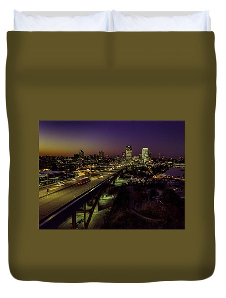 Duvet Cover featuring the photograph Nightfall In Milwaukee by Randy Scherkenbach