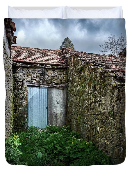 Old Abandoned House In Bainte Duvet Cover