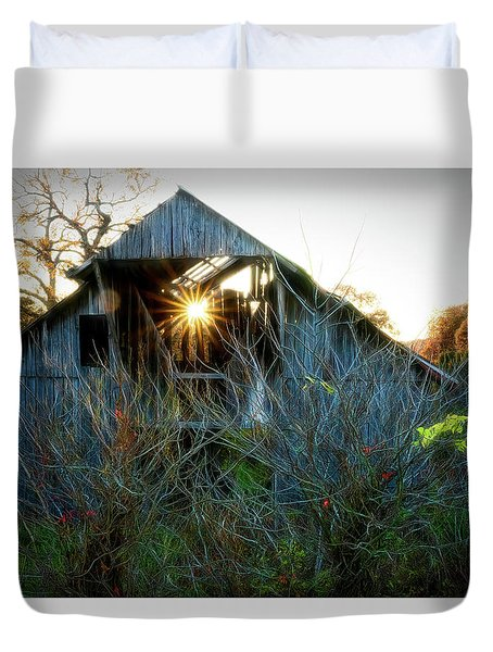 Old Barn At Sunset Duvet Cover