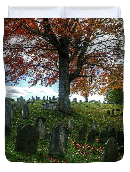 Old Hill Burying Ground In Autumn Duvet Cover