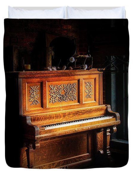 Old Wooden Piano Duvet Cover