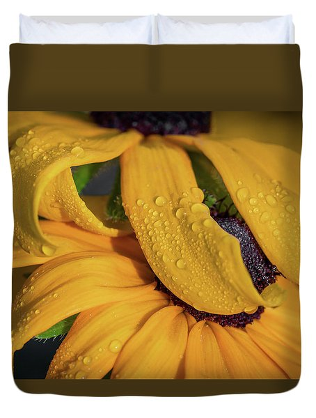 Duvet Cover featuring the photograph Overshadowing by Dale Kincaid